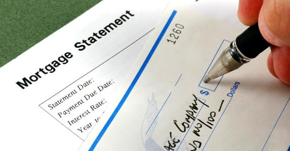 Mortgage statement and payment | iStock.com