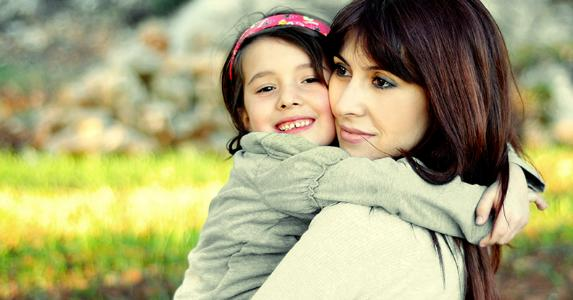 Mother and daughter outdoors © iStock