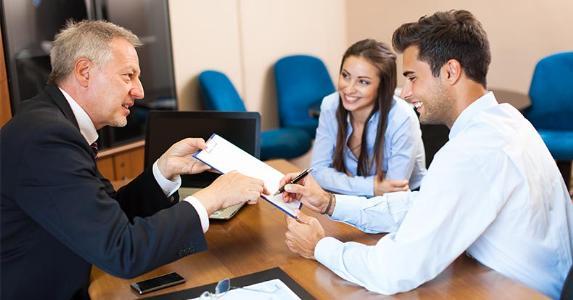 New customers signing up at bank © Minerva Studio/Shutterstock.com