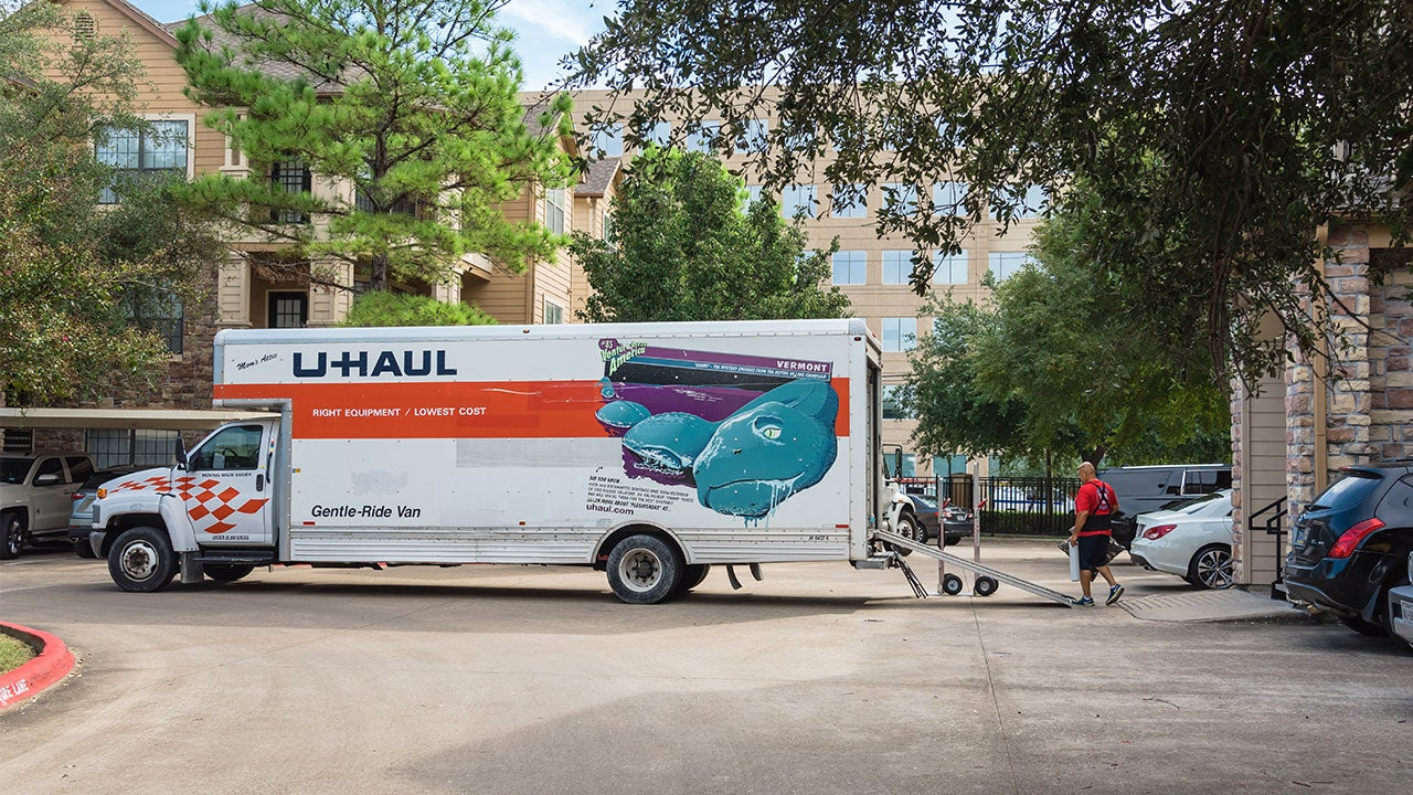 People loading up a U-Haul truck | Trong Nguyen/Shutterstock.com