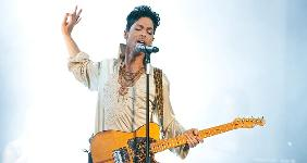 Prince singing on stage | Neil Lupin/Redferns/Getty Images