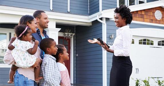 Family being shown house by realtor © Monkey Business Images/Shutterstock.com