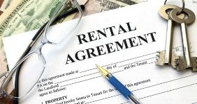 Rental agreement with money keys glasses © andia/Shutterstock.com