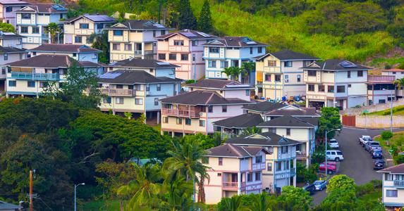 Scenic suburban neighborhood in Honolulu, Hawaii © iStock