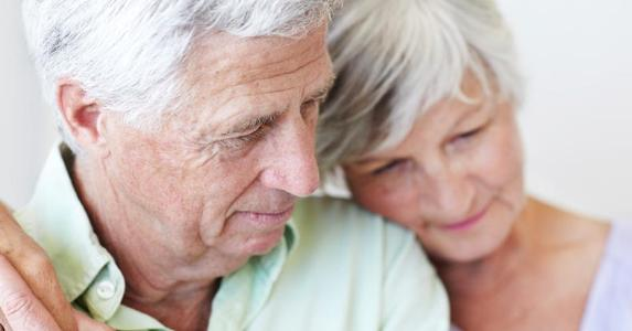Senior couple embracing each other | iStock.com/GlobalStock