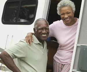 Senior couple in RV © bikeriderlondon/Shutterstock.com