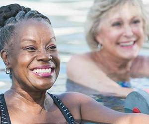 Seniors at pool gym class | Susan Chiang/Getty Images