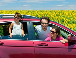 Renting a car for a summer trip © JaySi/Shutterstock.com