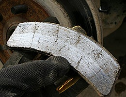 You're braking with worn brake pads © Dewitt/Shutterstock.com