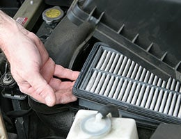 Changing fuel and air filters © Lisa F. Young/Shutterstock.com