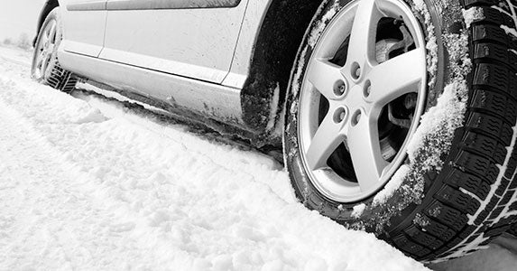 All-wheel drive offers greater traction © Nneirda/Shutterstock.com