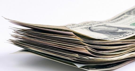 Paying too much money upfront | iStock.com/omersukrugoksu
