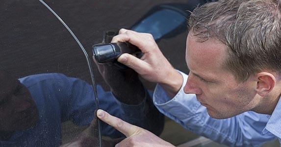 Not maintaining the car © Photodiem/Shutterstock.com