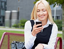 Mobile apps do more © Robert Kneschke/Shutterstock.com