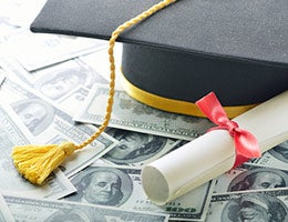 3 scary student loan tales © Shutterstock.com