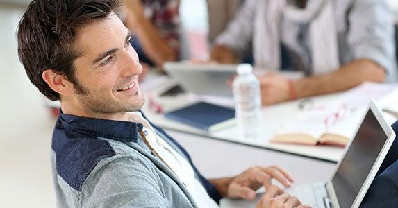 Vast alumni network © Goodluz/Shutterstock.com