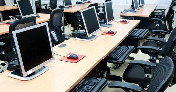 Computer room in a school © sixninepixels/Shutterstock.com