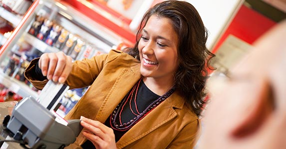 5 ways to misuse credit card © NotarYES/Shutterstock.com