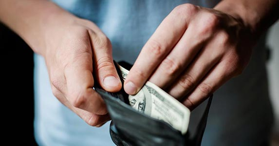 Taking a cash advance © Champion studio/Shutterstock.com