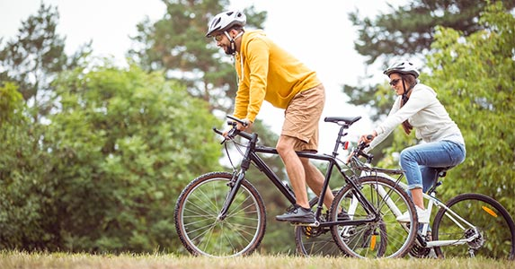 Rent a bike © wavebreakmedia/Shutterstock.com