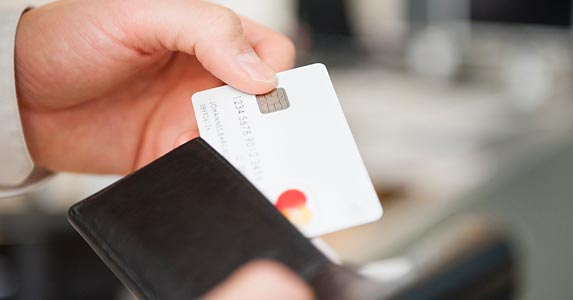 Opt for credit | Daniel Ingold/Cultura/Getty Images
