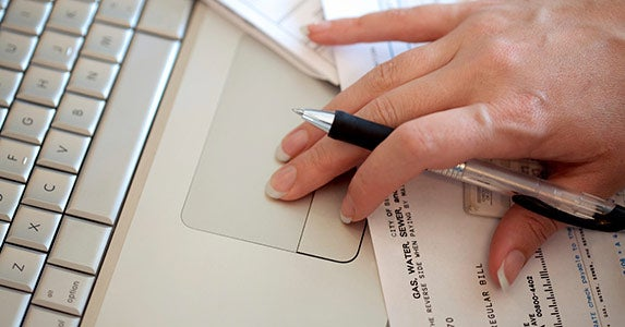Putting bills on automatic © iStock