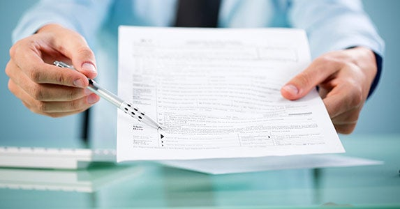 Co-signing a loan © iStock
