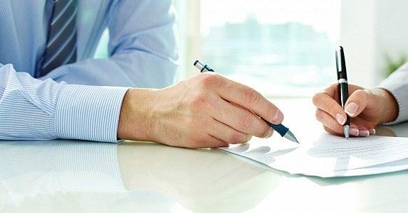 Co-signing nightmares © Pressmaster/Shutterstock.com
