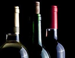Drinking alcohol © Ramon L. Farinos/Shutterstock.com
