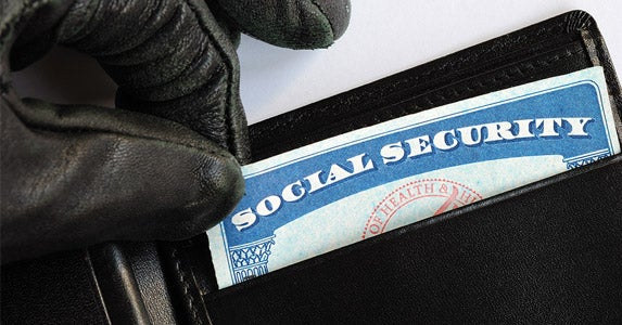 Don't carry your Social Security card © JohnKwan/Shutterstock.com
