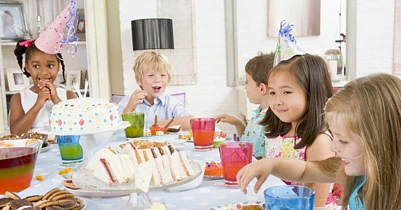 Children's party planner © Monkey Business / Fotolia