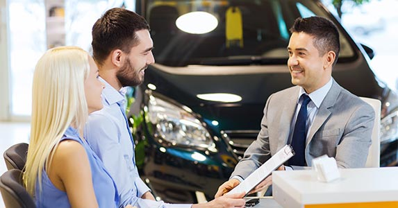 Driving auto loan rates © Syda Productions/Shutterstock.com