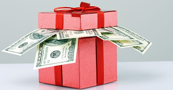 Buy gifts with a financial theme © Khomulo Anna/Shutterstock.com
