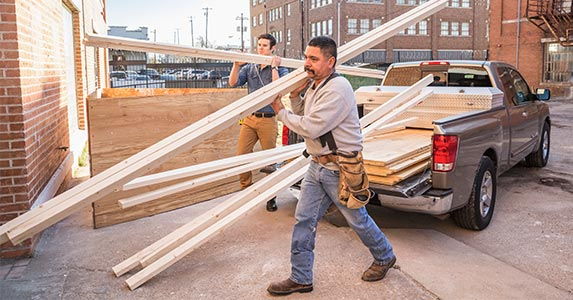 Hiring a home remodeling team | DreamPictures/Getty Images