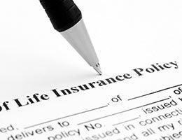 Life insurance © alexskopje/Shutterstock.com