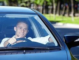 Auto insurance: Don't dare go bare © Deklofenak/Shutterstock.com