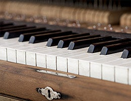 The not-350-year-old piano © gashgeron/Shutterstock.com