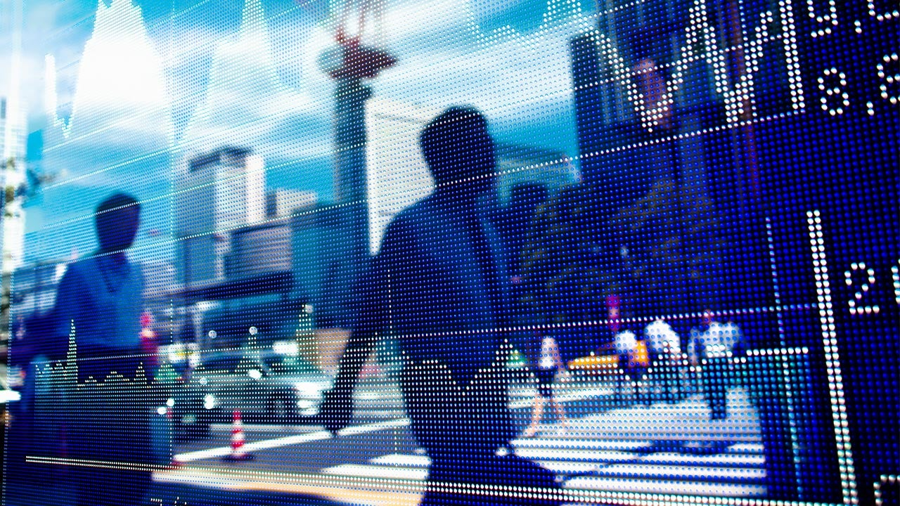 6 reasons to stop dawdling and invest | Hiroshi Watanabe/Getty Images
