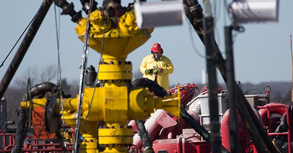 Oil production and fracking | J Pat Carter/Getty Images