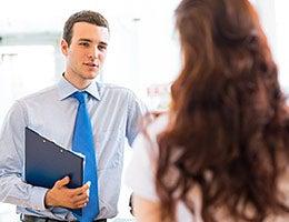 Insurance sales agents © Khakimullin Aleksandr/Shutterstock.com