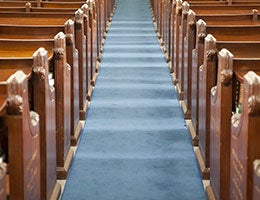 Church attendance © ernstc/Shutterstock.com