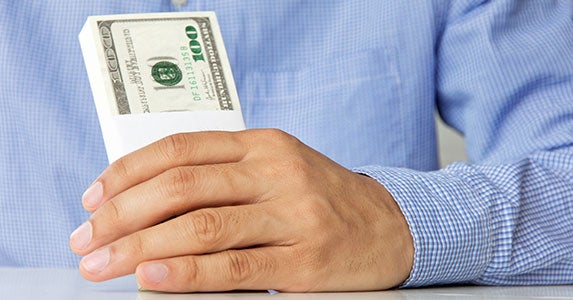Pay a lump sum © ponsulak - Fotolia.com