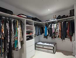 Pare down possessions © epstock/Shutterstock.com