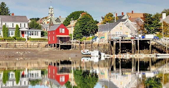 Homes in happy beach towns © iStock