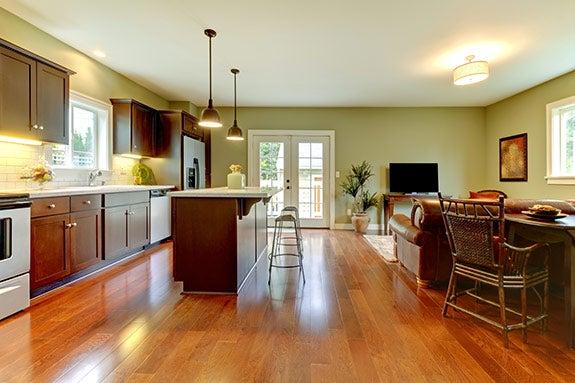 Big kitchen, open floor plan © Artazum and Iriana Shiyan/Shutterstock.com