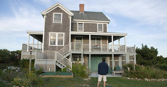 Beach house rentals vs beach homes for sale bankrate for Beach house construction cost
