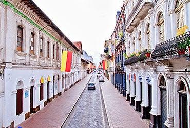 Rent homes abroad: Cuenca, Ecuador © Pablo Hidalgo/Shutterstock.com