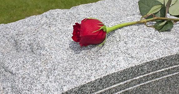 Lump-sum death, survivors benefits © Jeff Lueders/Shutterstock.com
