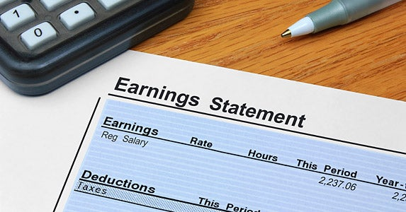 Save 1% of your earnings monthly? | iStock.com/GaryPhoto