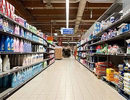 Bargain shopping © pio3/Shutterstock.com